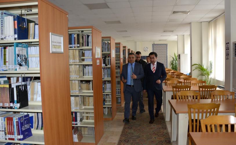 Rektör Prof. Dr. Yücel Acer, ÇOMÜ Kütüphanesi'nde İncelemelerde Bulundu