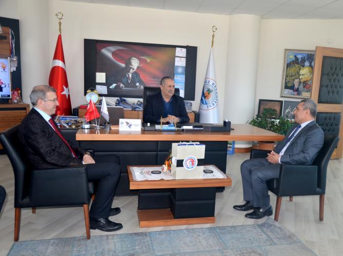 Rektör Prof. Dr. Yücel Acer, Kepez Belediye Başkanı Dr. Ömer Faruk Mutan'ı Ziyaret Etti