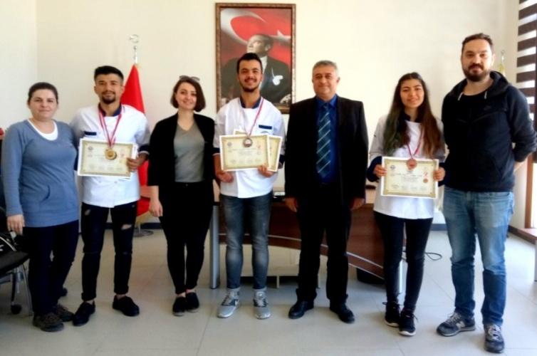 Aşçılar ve Pastacılar Şampiyonasından Altın Madalya İle Döndüler