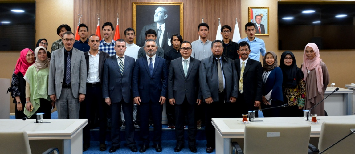 Endonezya Cumhuriyeti İstanbul Başkonsolosundan Rektör Prof. Dr. Acer'e Ziyaret