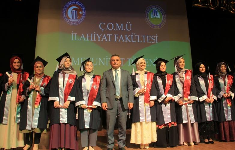 İlahiyat Fakültesi Mezuniyet Töreni Gerçekleştirildi