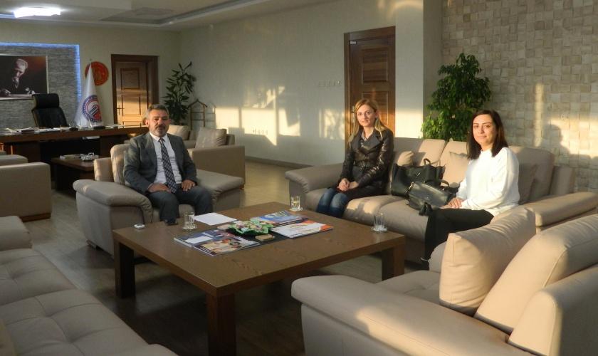 KADEM Çanakkale Şube Başkanı Aynur Tuna Yavaş, Rektör Prof. Dr. Yücel Acer'i Makamında Ziyaret Etti