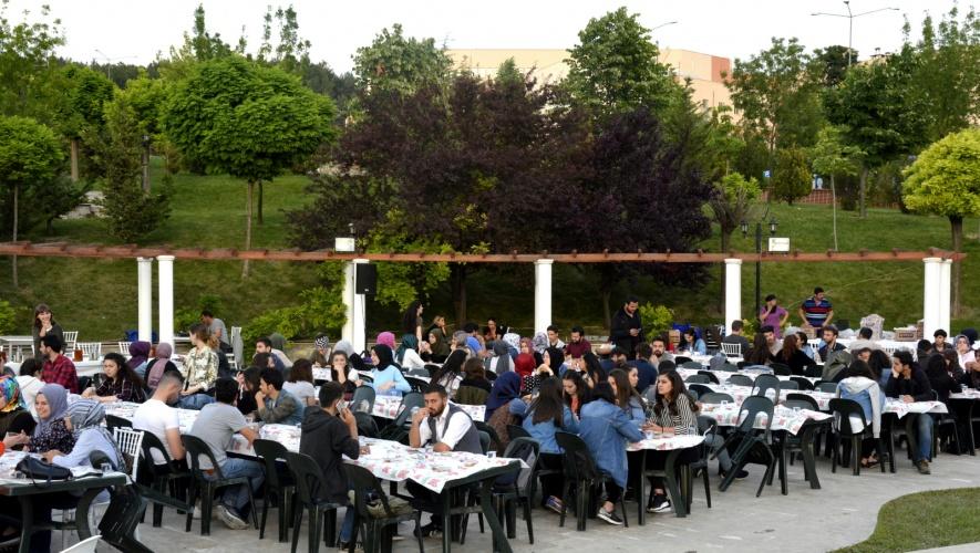 Üniversitemiz ve Hüseyin Akif Terzioğlu Şevkat Yuvası Vakfı İle Her Akşam Öğrencilerimize İftar İkramı