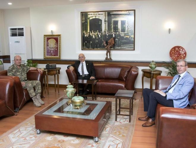 Rektör Prof. Dr. Sedat  Murat'tan 2'nci Kolordu Komutanı Korgeneral Zekai Aksakallı'ya Ziyaret