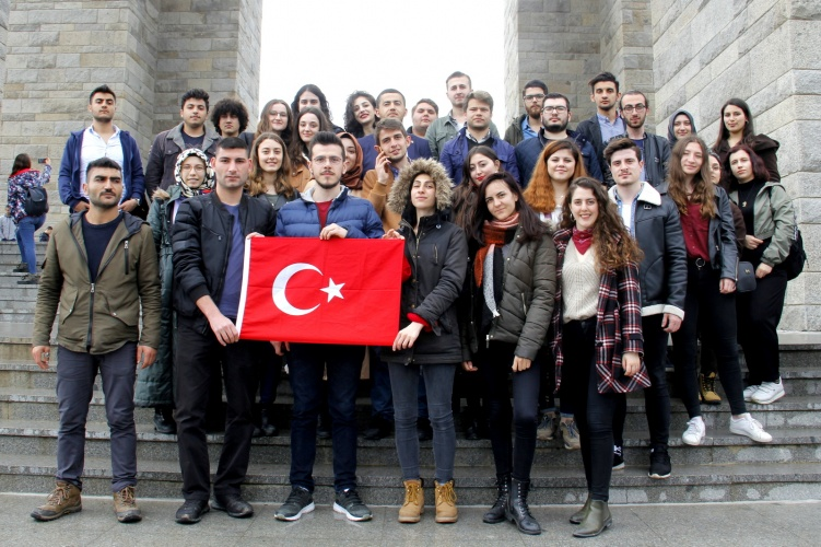 Trakya Üniversiteler Birliği Üyesi Üniversitelerin Öğrencileri Çanakkale Şehitlerini Andı