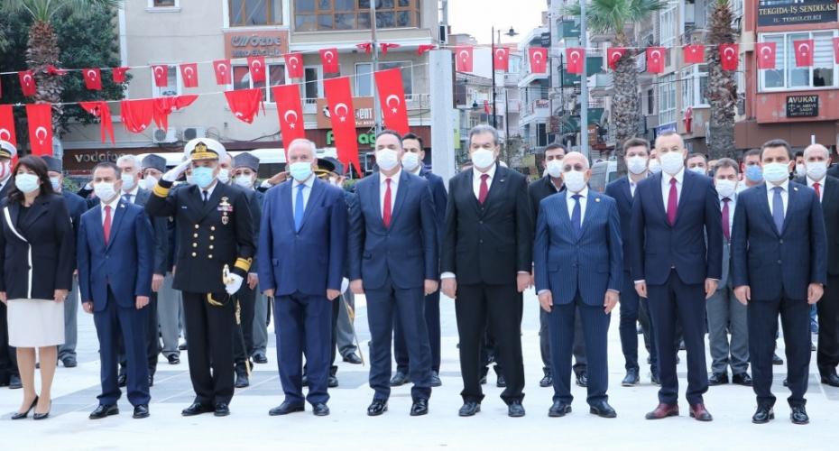 Rektör Prof. Dr. Sedat Murat, 29 Ekim Cumhuriyet Bayramı Çelenk Koyma Törenine Katıldı